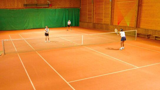 Tennis drinnen